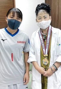 坂口波選手と理事長の2ショット